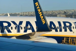 Ryanair: Τρελή προσφορά με 14,99 ευρώ σε μοναδικούς προορισμούς!