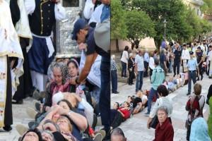 Πιστοί στην Κεφαλονιά σχημάτισαν ανθρώπινη αλυσίδα για να περάσει από πάνω τους το λείψανο του Αγίου Γεράσιμου! (video)