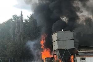 Αγρίνιο: Ξέσπασε φωτιά σε αποθήκη! (photos)