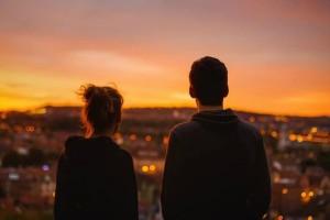 9 απλοί τρόποι να κάνεις μία γυναίκα να μην μπορεί να σε βγάλει από το μυαλό της!