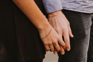 Απιστία: Αξίζει να δώσεις δεύτερη ευκαιρία στη σχέση σας;