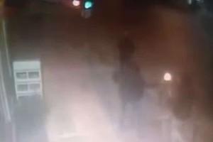 Σοκάρει το βίντεο από την επίθεση στο Α.Τ. Ομονοίας!