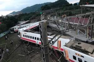 Ταϊβάν: Εκτροχιάστηκε τρένο, 17 οι νεκροί!