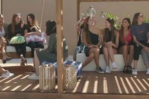 GNTM spoiler: Τα πρώτα πλάνα των κοριτσιών από το σπίτι!