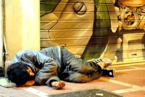 Σάλος στην Ουγγαρία: Νόμος απαγορεύει στους αστέγους να κοιμούνται στους δρόμους!
