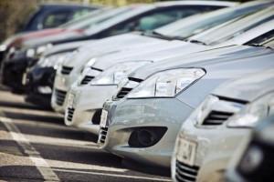 """Τρέξτε να προλάβετε: Στο """"σφυρί"""" πολυτελές αυτοκίνητα από 200 ευρώ!"""