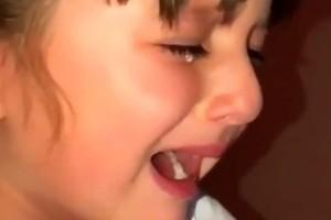 Η babysitter δεν της έδινε πατατάκια και δεν φαντάζεστε με ποιο τρόπο την....τιμώρησε! (video)