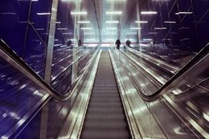 Φρίκη στο μετρό Νέας Υόρκης: Πιάστηκε η μπλούζα του στις κυλιόμενες και στραγγαλίστηκε!