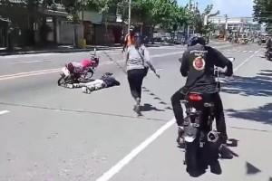 Είδε τον σύντροφό της αναίσθητο στον δρόμο, αλλά... (video)