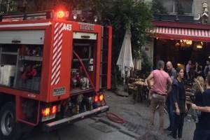 Πανικός στο κέντρο της Αθήνας: Φωτιά σε ταβέρνα!
