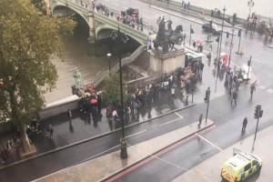 Βρετανία: Κλειστοί οι δρόμοι στο κοινοβούλιο - Έλεγχος για ύποπτο αντικείμενο!