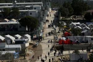 Λέσβος: Μετανάστες από τη Μόρια κατευθύνονται προς τη Μυτιλήνη