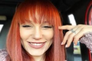 Πηνελόπη Αναστασοπούλου: Η κοτσάνα που πέταξε η ηθοποιός! -  «Επί τουρκοκρατίας στην εκκλησία βάφτιζαν τα παιδιά... » (Video)