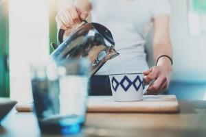 Ένα εύκολο και γρήγορο κόλπο για να καθαρίσετε τον βραστήρα σας!