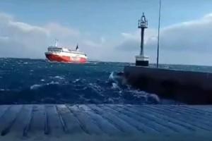 Καπετάνιος με μία εντυπωσιακή μανούβρα κατάφερε να δέσει «Fast Ferries Andros» στο λιμάνι της Ραφήνας! (Video)