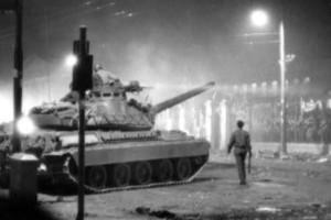 Η φωτογραφία της ημέρας: Σαν σήμερα, 17 Νοεμβρίου η απριλιανή χούντα καταστέλλει την εξέγερση του Πολυτεχνείου