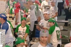 Έφτιαξαν 11.000 πίτσες σε 12 ώρες και κατάφεραν να μπουν στα ρεκόρ Γκίνες!