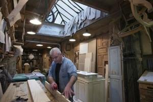 """Δυο μαλωμένα αδέρφια πλήρωσαν ξυλουργό για να """"χωρίσει"""" τα σπίτια τους! Εκείνος όμως έκανε κάτι καλύτερο (Photo)"""