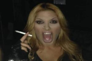 Ακομπλεξάριστη: Η Έλενα Παπαρίζου χωρίς ίχνος μακιγιάζ κυριολεκτικά αγνώριστη αλλά... κούκλα!