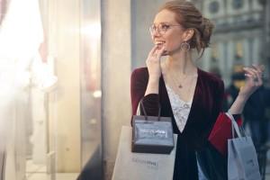 """Αληθινή εξομολόγηση: """"Κλέβω λεφτά από τον άντρα μου για να αγοράζω ακριβά ρούχα!"""""""