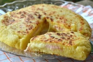 Πίτσα με ζύμη πατάτας στο φούρνο!