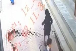 Απίστευτο κι όμως αληθινό: Πεζοδρόμιο «κατάπιε» γυναίκα!