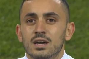Συγκινητική στιγμή: Τα δάκρυα του Σάλιακα της Εθνικής Ελπίδων πριν το ματς! (photos)