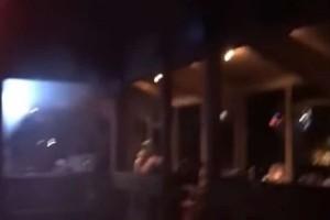 Σοκαριστικό βίντεο από την επίθεση στην Καλιφόρνια! - Η στιγμή που ο μακελάρης σκορπά τον τρόμο στο μπαρ!