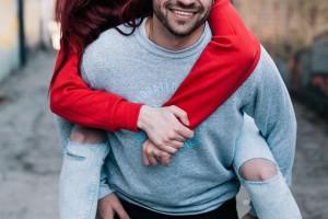 Ζώδια και σχέσεις: Πόσο... εμμονικά γίνονται  στον έρωτα;