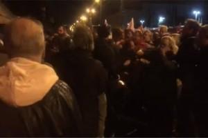 Πολυτεχνείο-πορεία: Χτύπησαν βουλευτές του ΣΥΡΙΖΑ στην αμερικάνικη πρεσβεία! (video)