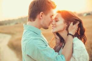 Ζώδια και έρωτας: Πόσο εύκολα αμφισβητεί το καθένα σε μία σχέση;