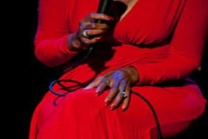 Βαρύ πένθος στην showbiz: Έφυγε σπουδαία τραγουδίστρια!