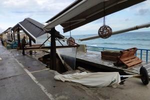 Σοκ στην Κρήτη: Άνοιξε η γη και κατάπιε καφετέρια! (photos)