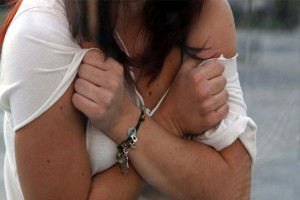 «Νάρκωνε τον πατέρα και βίαζε την κόρη του»: Ανατριχίλα από τον βιασμό ανήλικης στην Κρήτη!