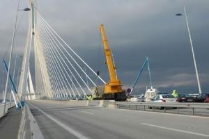 Συμβαίνει τώρα: Άνδρας απειλεί να αυτοκτονήσει στη γέφυρα Ρίου-Αντιρρίου!