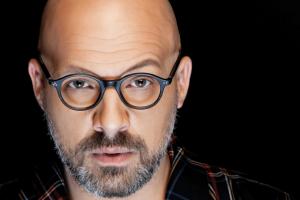 """Νίκος Μουτσινάς: """"Την λυπάμαι... πως βλέπεις κάποιους που έχουν τρελαθεί...."""" - Ποια κατακεραύνωσε ο παρουσιαστής; (video)"""