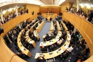 Σαλός με «ροζ» σκάνδαλο: Βουλευτές έκαναν τρελίτσες στην τουαλέτα της Βουλής!