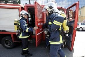 Συναγερμός στην Κοζάνη: Πυρκαγιά ξέσπασε σε γκαράζ! (Video)