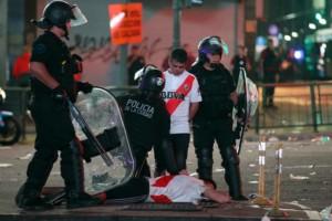 Άγρια επεισόδια στο Μπουένος Άιρες μετά την κατάκτηση του κυπέλλου από τη Ρίβερ Πλέιτ!