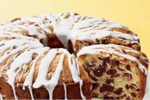 Κέικ με ξηρούς καρπούς, φρουί γλασέ και γλάσο ζάχαρης