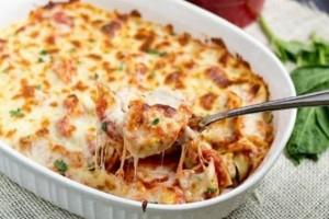 Τορτελίνια με μπέικον και μοτσαρέλα στο φούρνο!