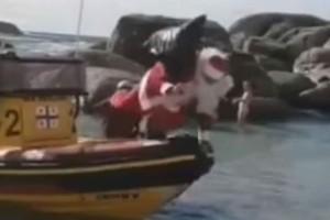 """Επικό βίντεο: """"H θεϊκή τούμπα του Άγιου Βασίλη από σκάφος"""