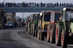 Μπλόκα σε τρία σημεία του εθνικού οδικού δικτύου στήνουν οι αγρότες!