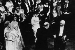 Σαν σήμερα στις 10 Δεκεμβρίου το 1963 ο Γιώργος Σεφέρης ήταν ο πρώτος Έλληνας που τιμήθηκε με Νόμπελ!