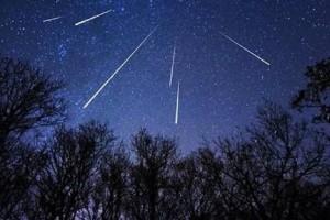 Αυστηρά για τους... ρομαντικούς! - Μία από τις πιο θεαματικές και μυστηριώδεις βροχές αστεριών απόψε!