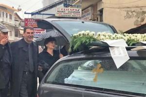 Έγκλημα στην Ρόδο: Ραγίζει καρδιές η γιαγιά της Ελένης Τοπαλούδη - Η κίνηση την ώρα της κηδείας!