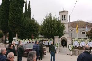 Σπαραγμός στην κηδεία του Μπάμπη Χαλκιά: Τον κήδεψαν υπό τον ήχο του κλαρίνου και με ένα Μοιρολόι!