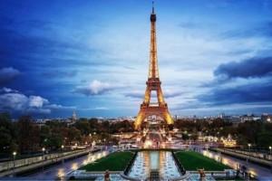 «Σβήνει» ο Πύργος του Άιφελ στη μνήμη των θυμάτων της επίθεσης στο Στρασβούργο!