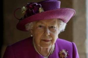 """Ποιον αποκαλεί """"μπισκοτάκι της"""" η βασίλισσα Ελισάβετ;"""