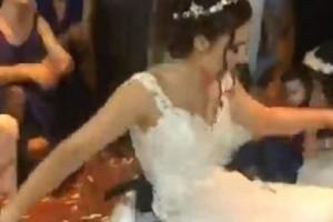 Ελληνίδα νύφη χόρεψε το πιο συγκινητικό ζεϊμπέκικο που έχετε δει!
